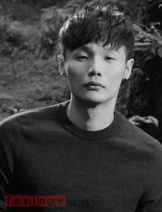 小眼睛男生李榮浩髮型示範 簡潔劉海最修顏 - 每日頭條