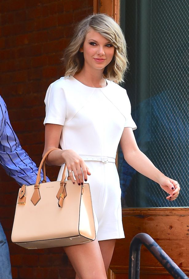 Taylor Swift was spotted casually leaving her NYC apartment to a crowd of nearly 100 people