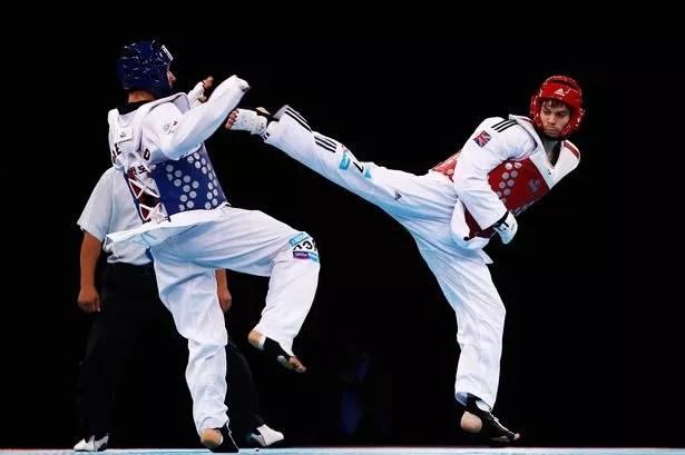 kopnięcie taekwondo walka sportowa