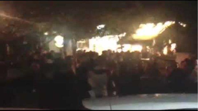 Κουβάδες νερού κατά των συγκεντρωμένων στην πλατεία Αγ. Γεωργίου Κυψέλης