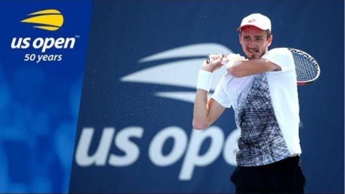 US Open 2018 Upset! Daniil Medvedev Triumphs over No.15 Seed Stefanos Tsitsipas