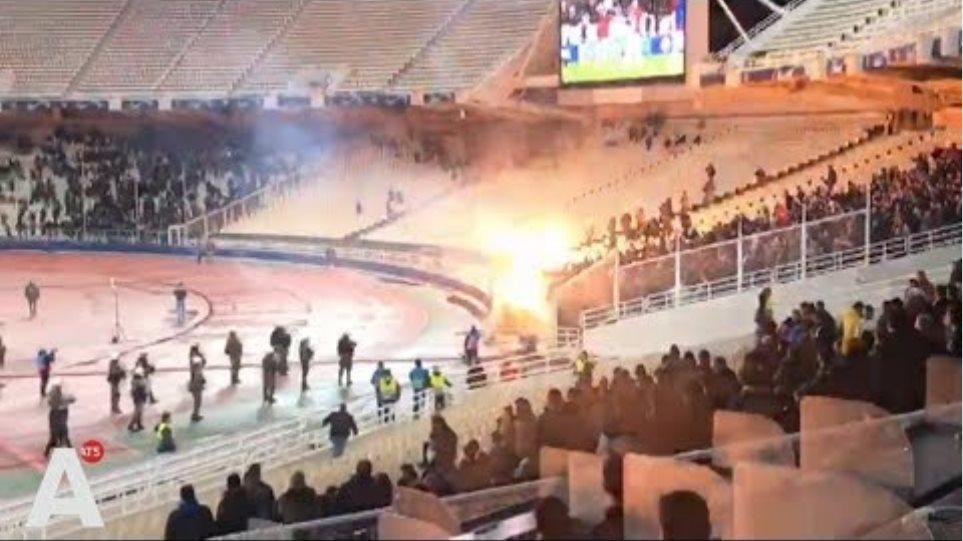 Vuurwerkbom verwondt Ajacieden in stadion AEK