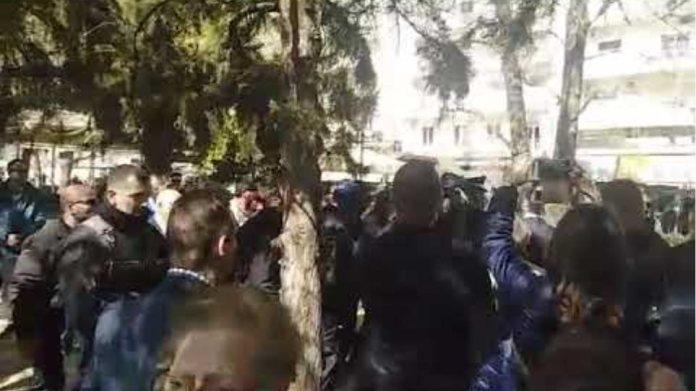 Με αποδοκιμασίες και εντάσεις η κατάθεση στεφάνων στις Σέρρες