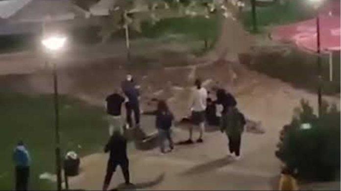 Επίθεση αστυνομικών σε 15χρονους στην Καρδίτσα και βίαιη σύλληψη κατά τον έλεγχο για μάσκες
