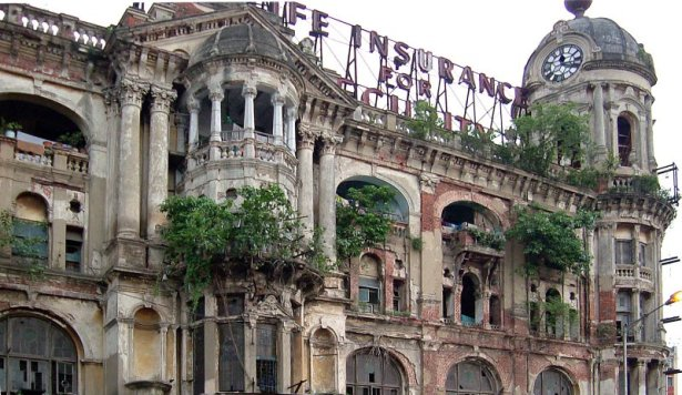 Heritage building in ruins in Kolkata (Though luckily this one was recently rescued & renovated). Source ~ Trekearth.com