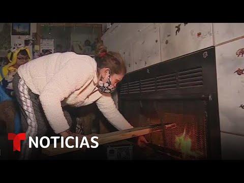 Una familia latina quema sus muebles para mantenerse caliente ante las bajas temperaturas en Texas