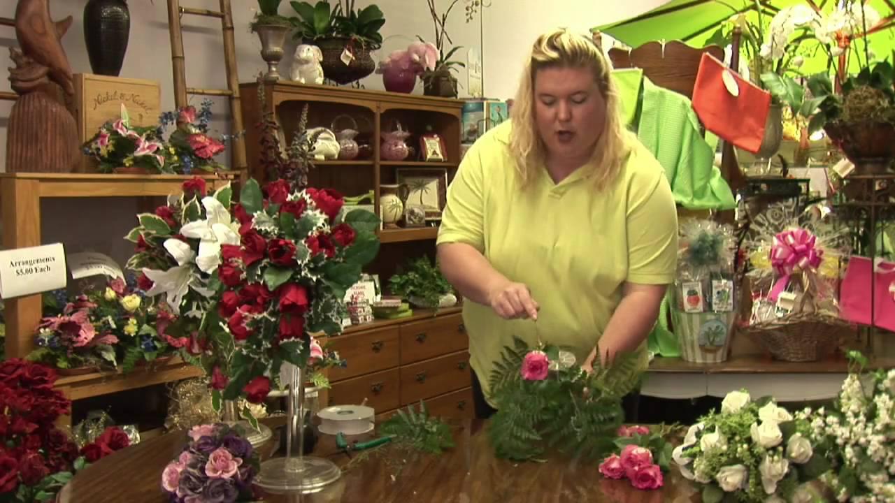 Floral Arrangements : How To Make A Teardrop Bouquet
