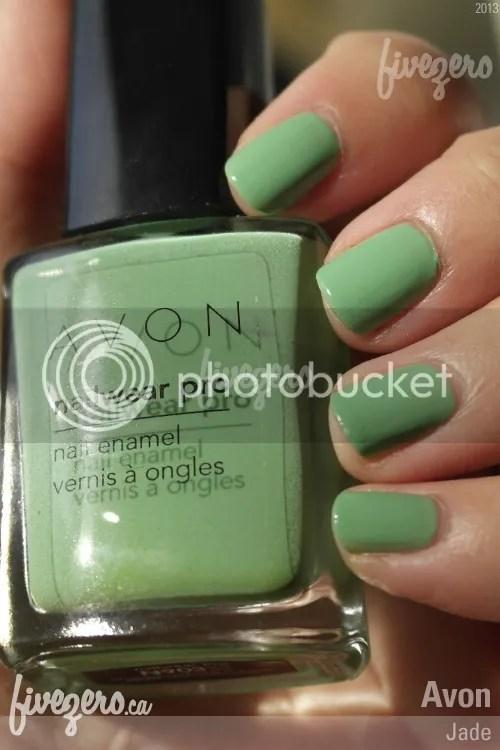 Avon Nailwear Pro Nail Enamel in Jade, swatch