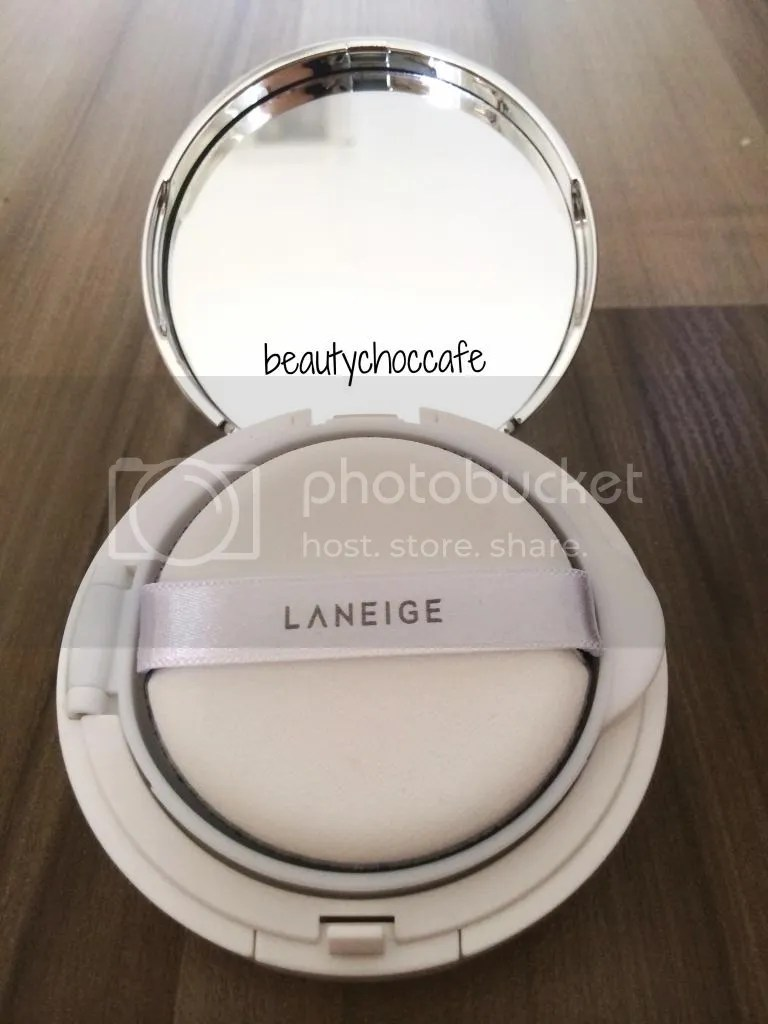 Review Laneige Bb Cushion Pore Control In No 21 Natural Beige Missha Magic Set Spf50 Pa Free Refill Dan Extra Puff Light When You Open It Youll See A Mirror And The On Top Of Product