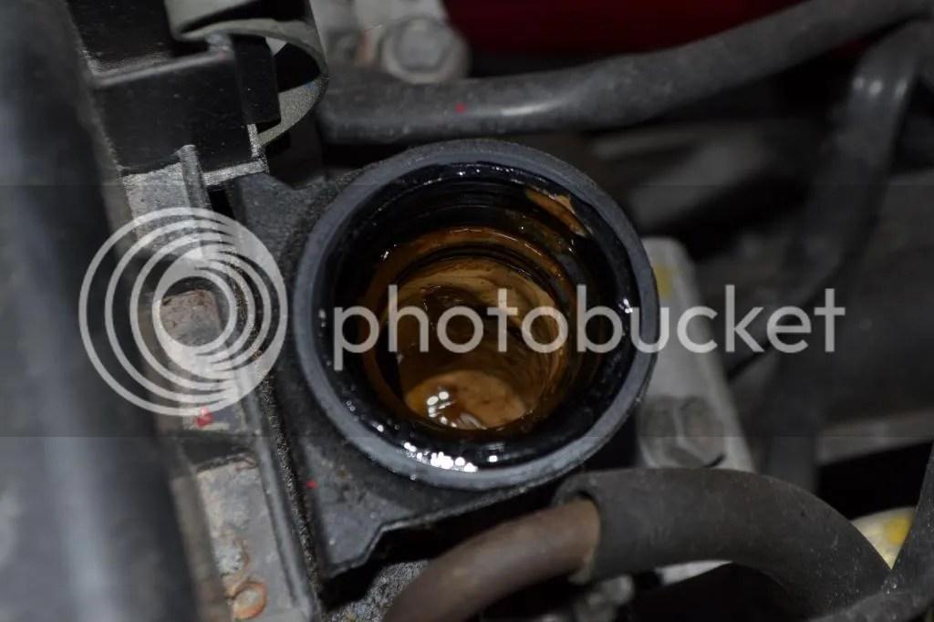 Daihatsu L251 Cuore --> Nasty Substance Under Oil Fill