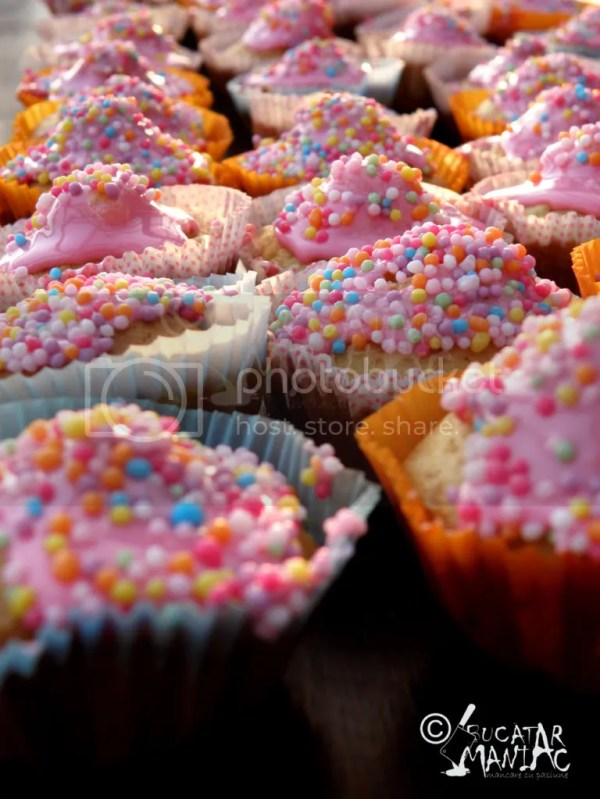 cupcakes,muffins,gklazura roz,reteta,bomboane colorate
