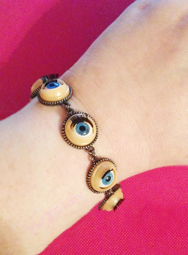 Baby Doll Eyes Bracelet | The TipToe Fairy #tutorial #jewelry #bracelettutorial