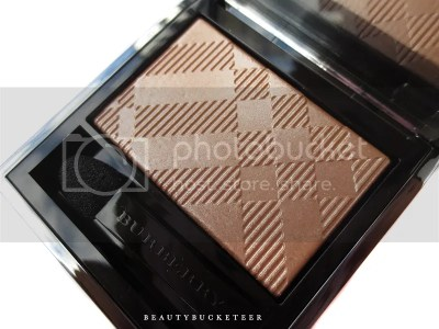 "Burberry Beauty Wet & Dry Silk Shadows No. 003 ""Shell""."