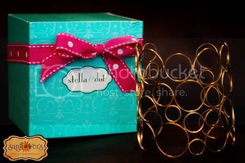 Stella & Dot is donating a beautiful gold bracelet for Moms Nite Out