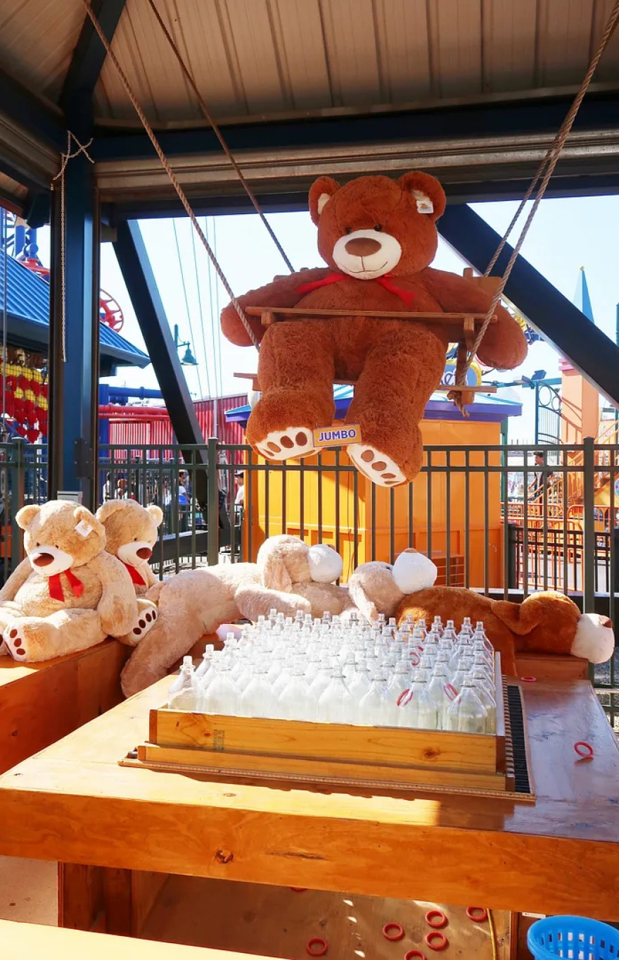 giant teddy bear prize at coney islalnd