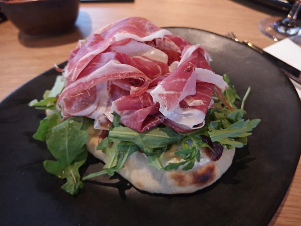 Iberian jamon, mozzarella, rocket and cocoa bread