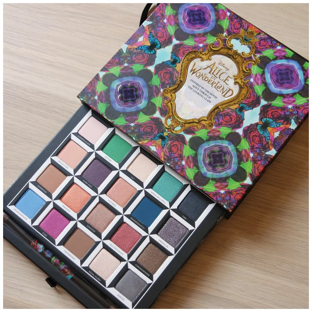 Urban Decay Alice in Wonderland Through the Looking Glass LE eyeshadow palette
