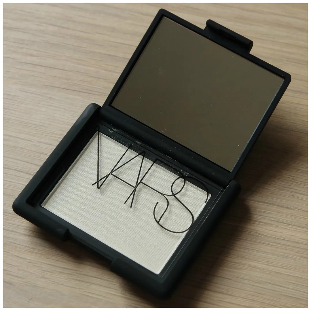 nars albatross highlighter review swatch