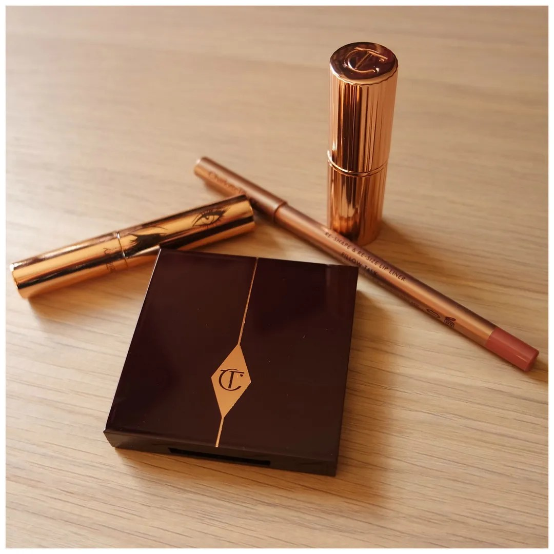 Charlotte Tilbury Legendary Lashes mascara Charlotte Tilbury The Vintage Vamp eyeshadow quad Charlotte Tilbury Pillow Talk Lip Cheat lip pencil Charlotte Tilbury Bond Girl Matte Revolution lipstick review swatch