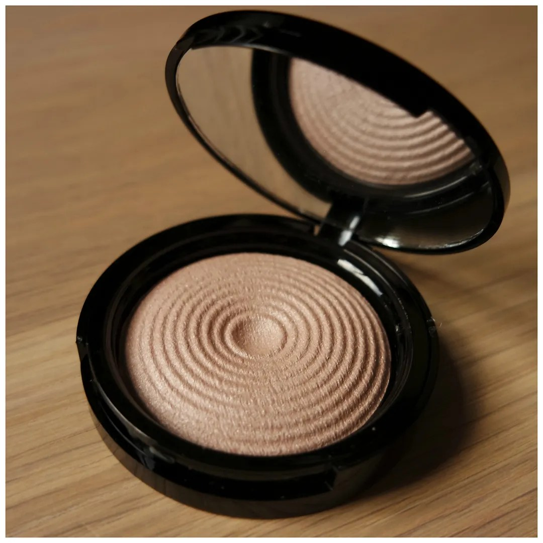 make up revolution radiant light highlighter exhale review swatch