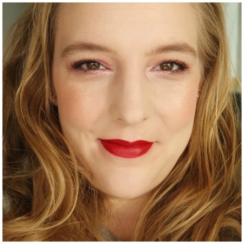 benefit cookie highlighter fair skin review swatch makeup look