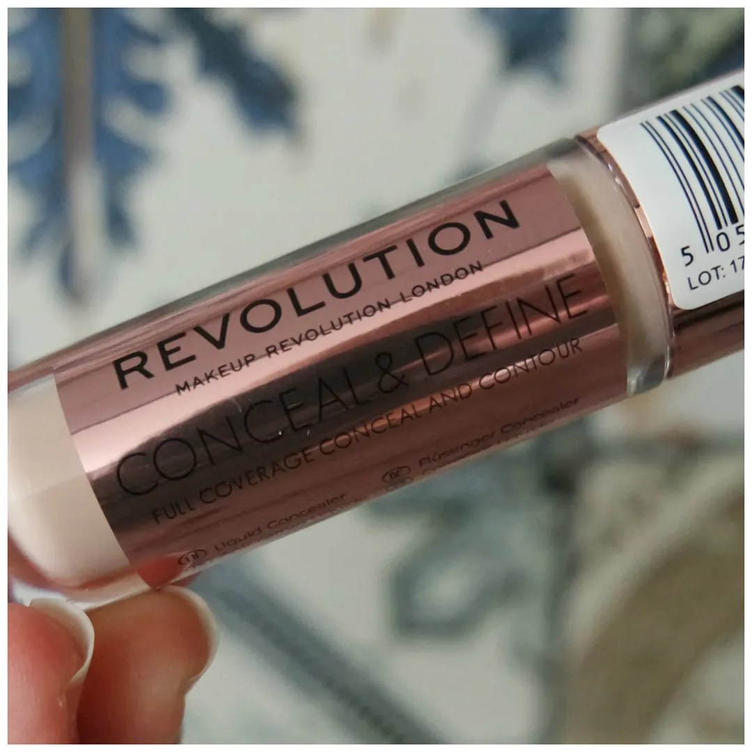 make up revolution conceal & define full coverage concealer contour review swatch c3 c4