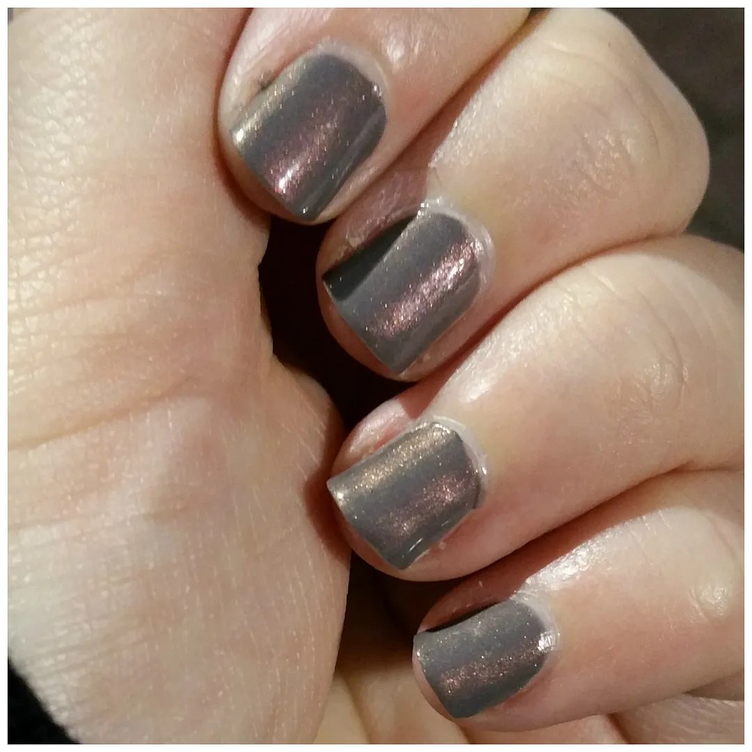 Essie Social-Lights nail polish – Floating in dreams