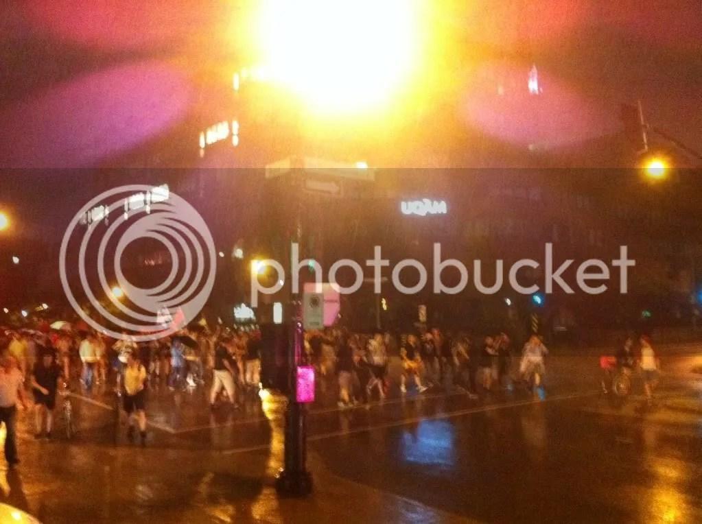 Montréal 25 mai 2012 - #manifencours32 - Les Casseroles Sous La Pluie