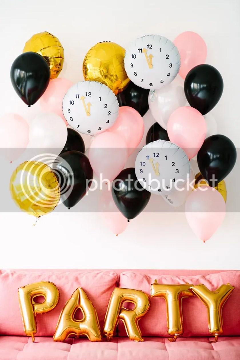 photo DIY-Clock-Balloons-for-New-Years-Eve1_zpsbf77cd57.jpg