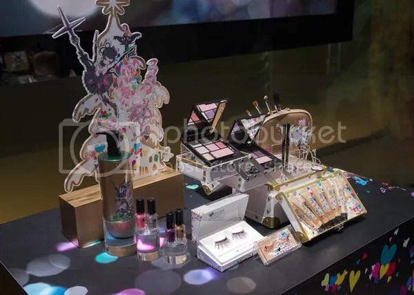 photo Shu-Uemura-Takashi-Murakami-Six-Heart-Princesses-Collection-Holiday-2013-Preview1_zpsf7664373.jpg