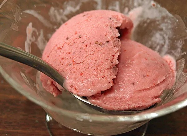 photo StrawberryBalsamicSherbet_zps1ae7ea3d.jpg