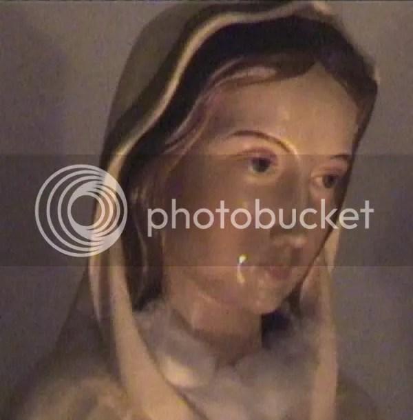 misteri patung menangis darah | foto patung menangis
