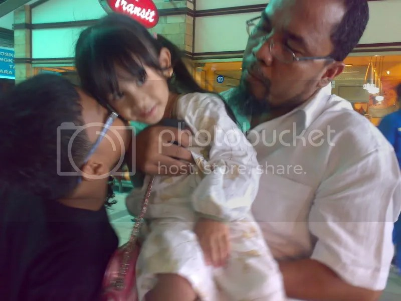 Salsa with my father and my brother pas mau balik ke Batam..