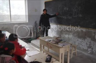 山区的老师画出电脑的形状