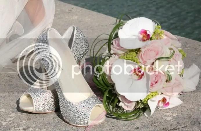 Zapatos y ramo en el Guggenheim