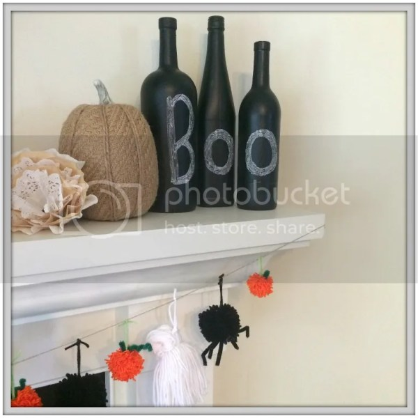 DIY Spooky Halloween Garland #yarn #DIY #spiders #pumpkins #Halloween #Halloweencrafts #pumpkinprojects