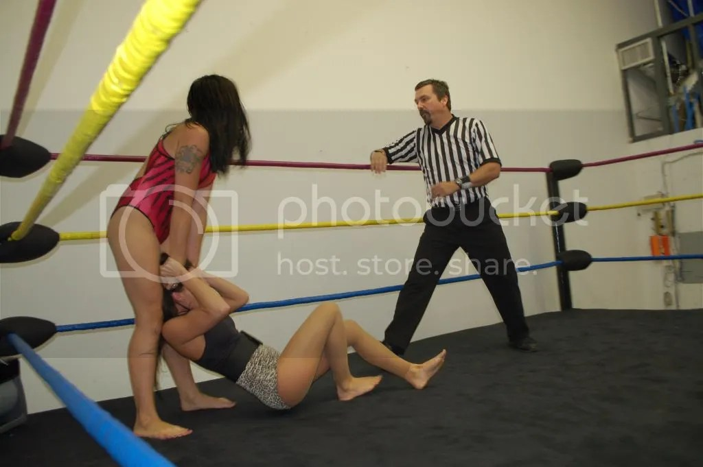 """Smokin' HOTT"" Nikki Lane continues to drag Santana Garrett around the ring by her hair photo DSC_0440.jpg"