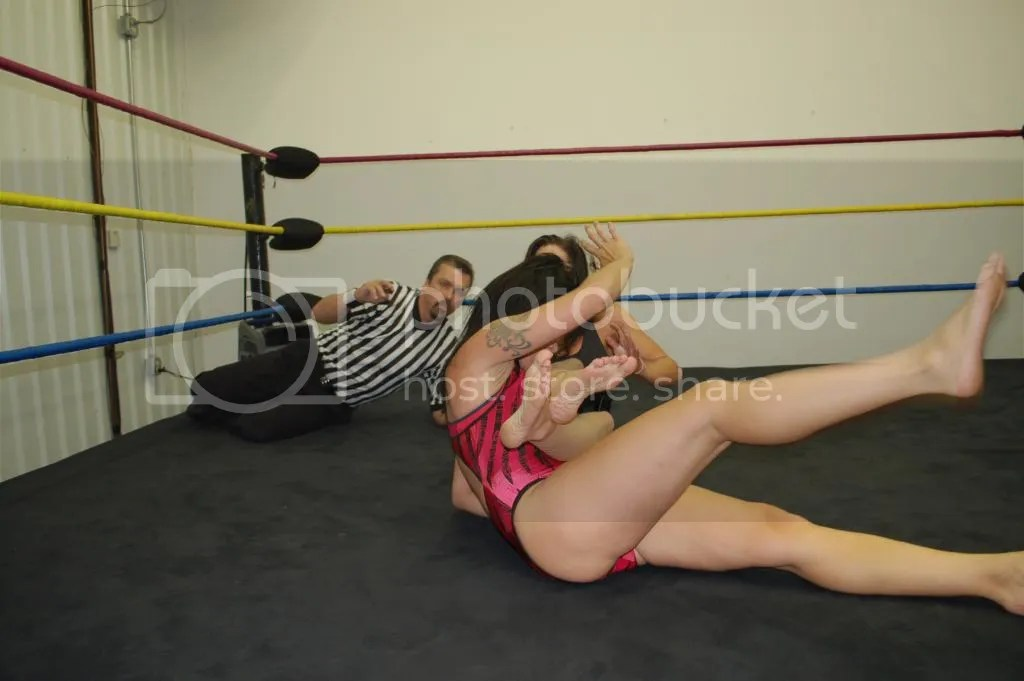 "Santana Garrett pulls up on the hair of ""Smokin' HOTT"" Nikki Lane as she was aboutt o pin her for the count of 3 photo DSC_0485.jpg"