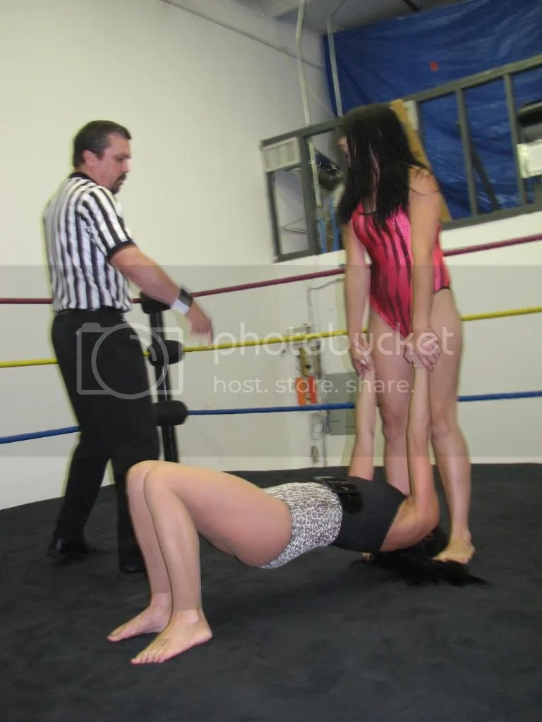 """Smokin' HOTT"" Nikki Lane continues to pull up on the arms and stand on the hair of Santana Garrett photo IMG_1805.jpg"