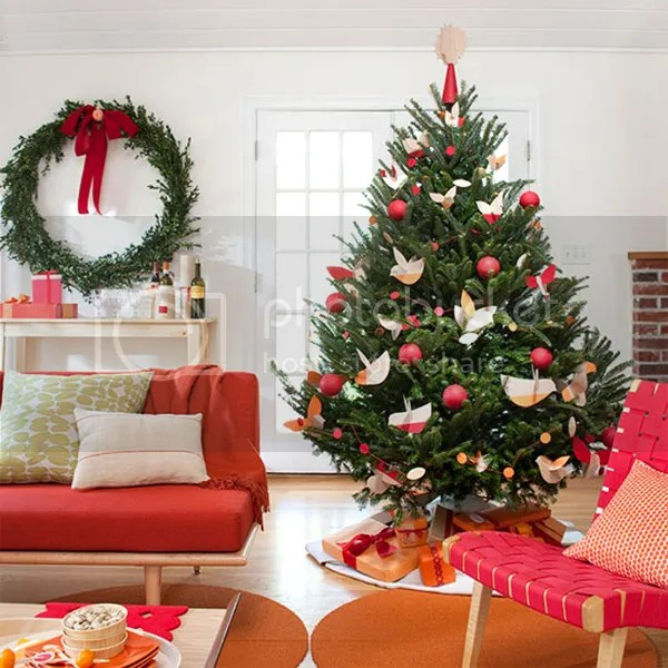 Clever Tricks That Will Make Decorating Your Christmas Tree Simple And Painless