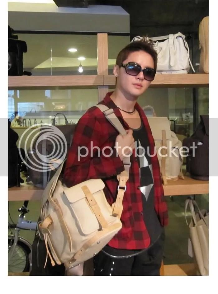 [PICS] Junsu at L'inoui shop! ^__^