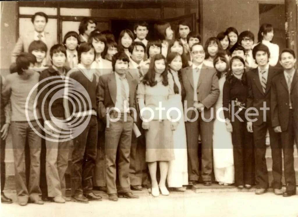Đón bác Huỳnh Tấn Phát trước cửa lý túc xá sinh viên, Varna, 1981