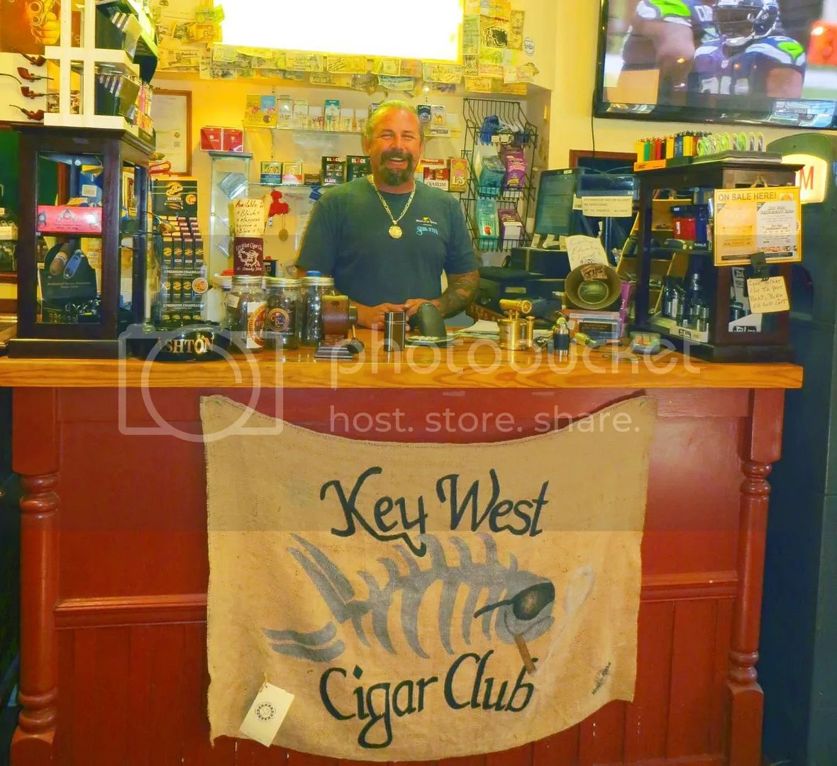photo juan-kwcigarclub.jpg