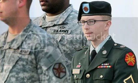 https://i2.wp.com/i1123.photobucket.com/albums/l553/Steve_Zielinski/Bradley-Manning-is-escort-010.jpg
