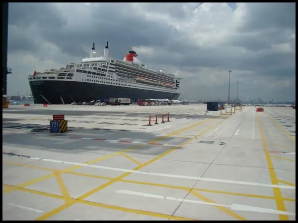 First view of Queen Mary 2