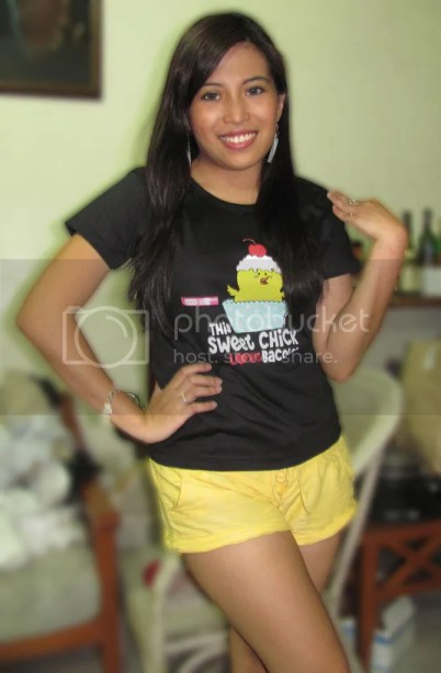 """""""This Sweet Chick LOVES Bacolod"""" T-Shirt"""