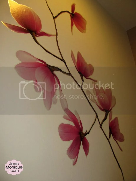 One wall of the consultation room was designed with this flower.