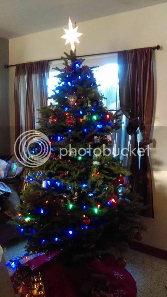 photo xmas tree_zpsq5tjvupn.jpg