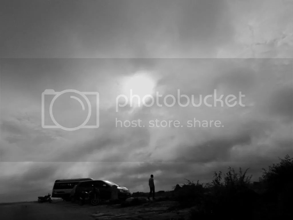 bnw sun and rock and car 070811