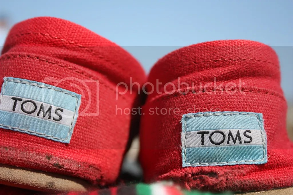 TOMS AND THE FAILINGS OF THE BUY-ONE-GIVE_ONE MODEL